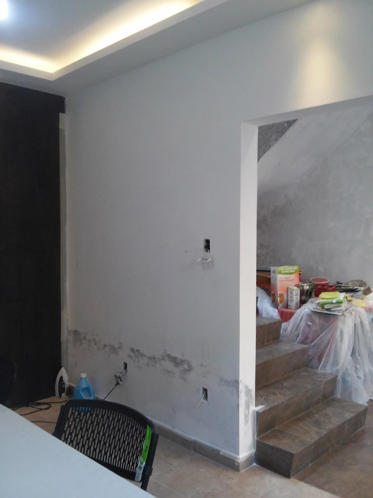 Remodelaci n de casas plafones de tablaroca muebles for Plafones de pared para escaleras