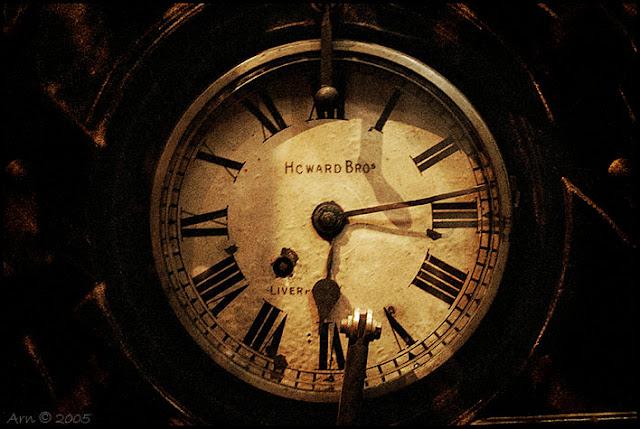 كيف تم تحديد اتجاه عقارب الساعة بالشكل الذي نعرفه؟ 42764330.Arn__Howard