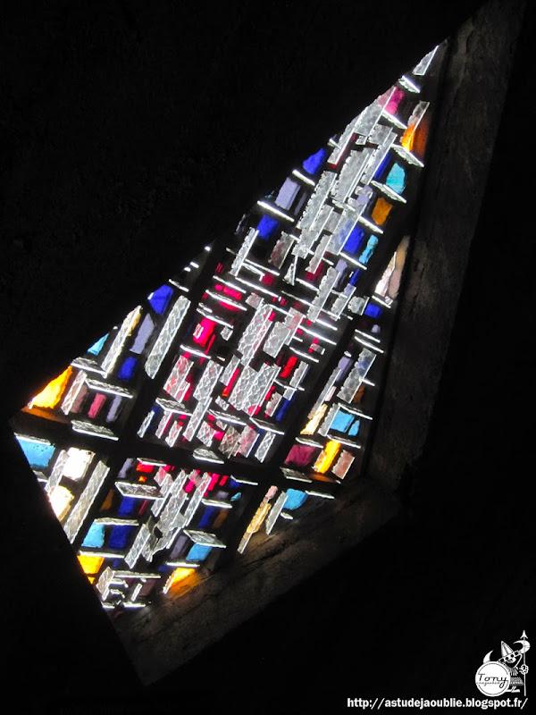 Royan - Eglise Notre-Dame.  Architectes: Guillaume Gillet, Marc Hébrard.  Ingenieurs: Bernard Lafaille, Ou Tseng, René Sarger.  Construction: 1955 - 1958  Sculptures: Guillaume Gillet, Nadu Marsaudon, Jacques Perret