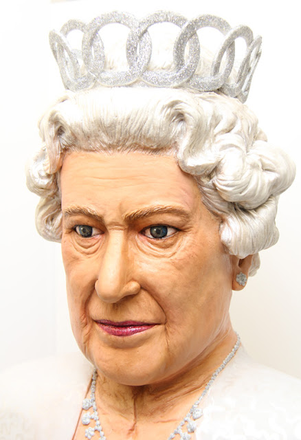 queens diamond jubilee cake bust