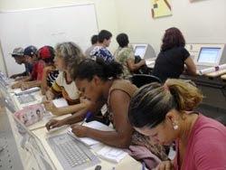 Aula de Inglês: trabalhando com dicionário virtual