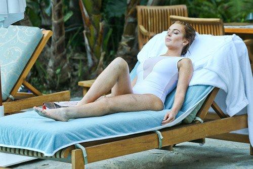 Singer, Lindsay Lohan, a hotel in Hollywood, Singer Lindsay Lohan, Lindsay Lohan Photo, Lindsay Lohan information, Lindsay Lohan update