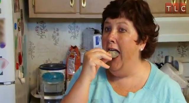 Teresa Widener-rocks for dinner-γυναίκα που τρώει πέτρες-παράξενα