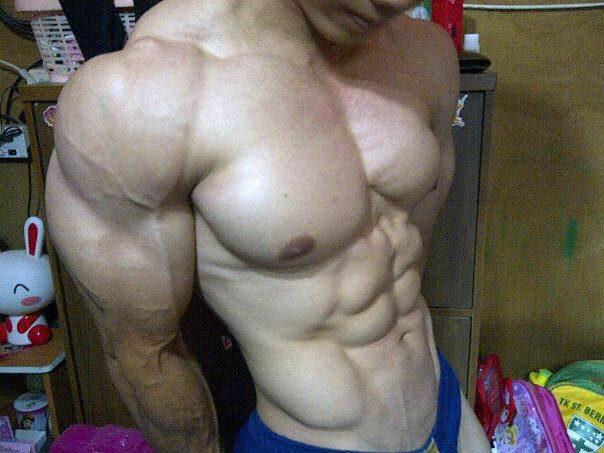 cowok-pria-sixpack-muscle-gay