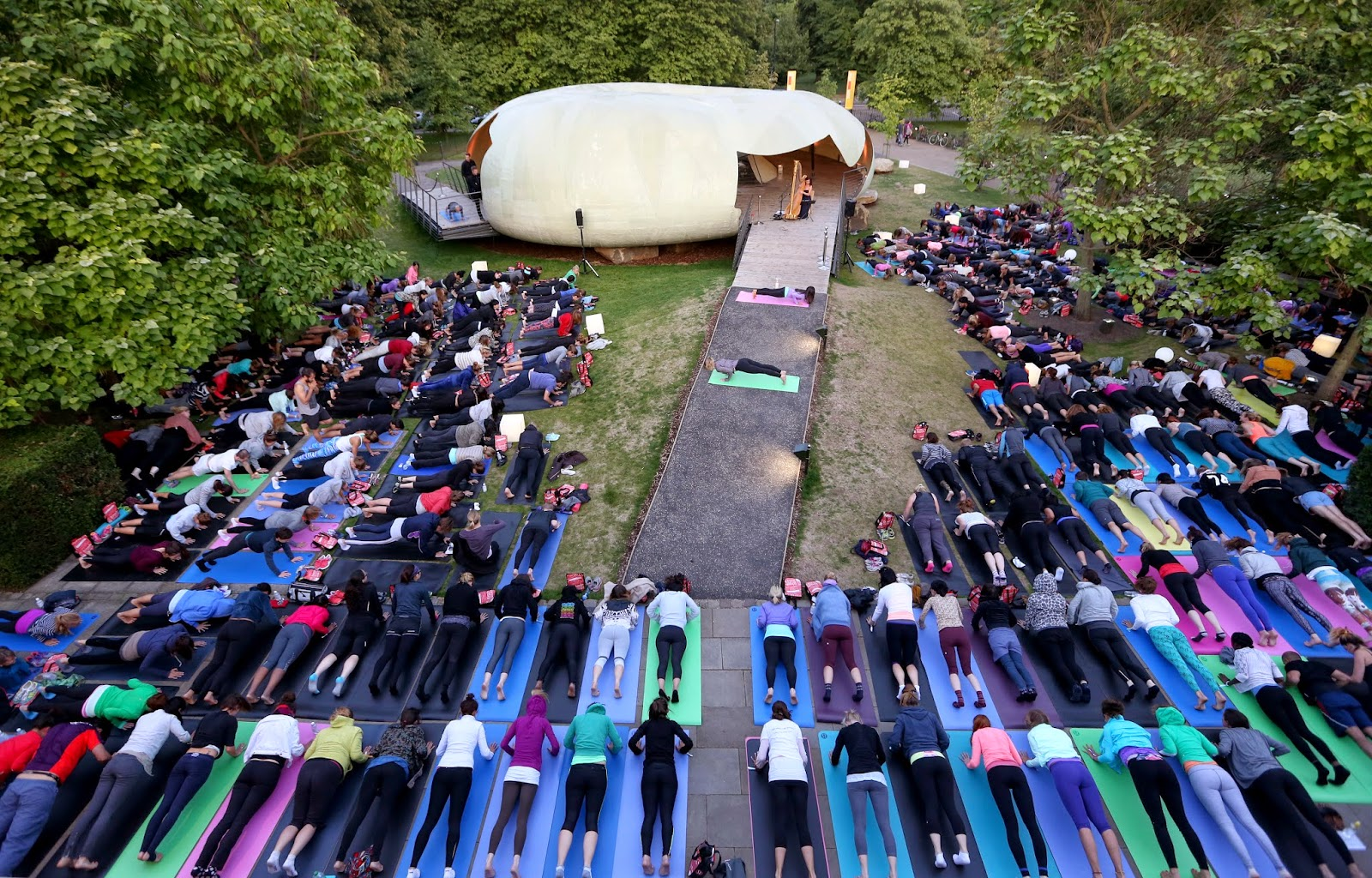 lululemon Hyde Park Summer Sunset Yoga Practise