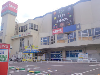 写真:西友台原店の外観