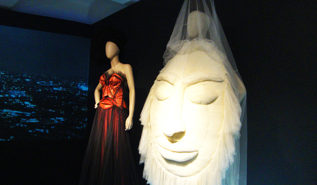 Jean Paul Gaultier, Hommage a l'Afrique, wedding dress, face