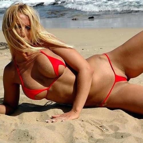 Mini bikinis : la moda de los diminutos bikinis viene con el buen tiempo , chicas calientes bellas y muy morbosas en trajes de baño que cubren lo justito , chica sexy 1x2