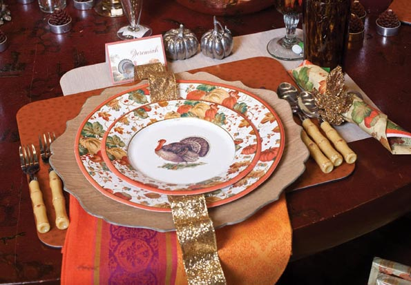 Look at this eye-catching setting using their traditional turkey motif. Paper plates can look spectacular when styled with such gorgeous accessories & Aesthetic Oiseau: Paper Plate Thanksgiving