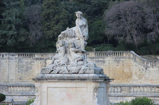 nimes, voyage, sud de la france, le gard, les arenes, les jardins de la fontaine, la place carrée
