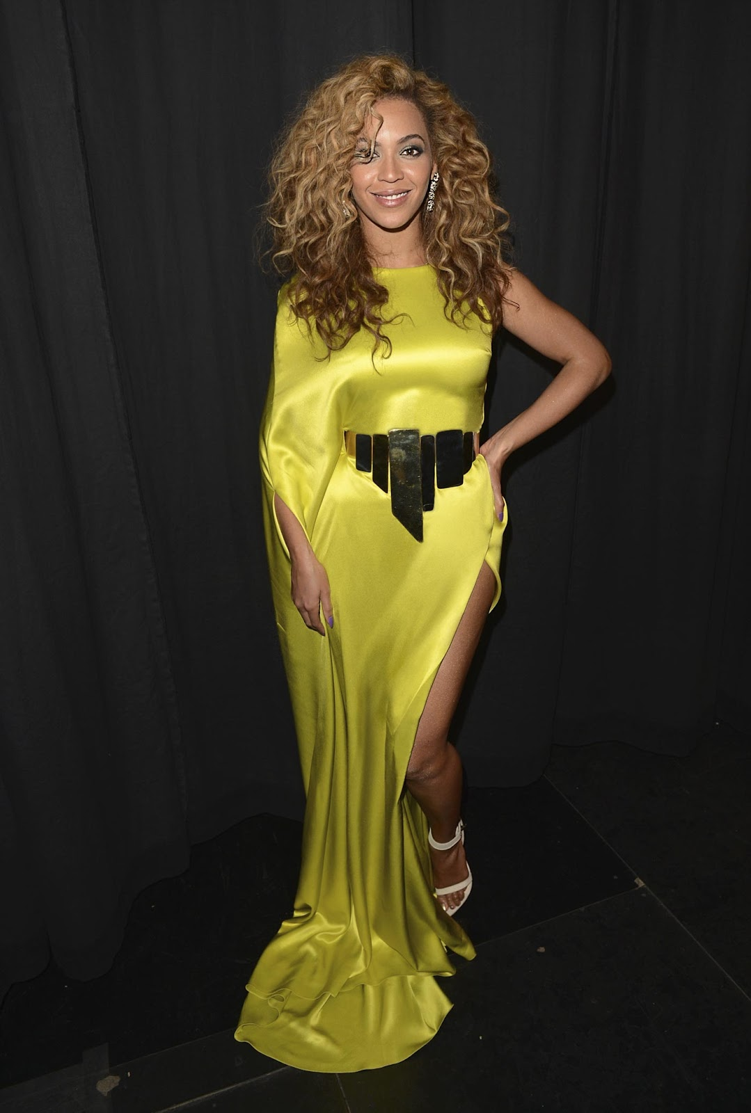 http://4.bp.blogspot.com/-BqQJPofN0Tw/T_YvpNTJBBI/AAAAAAAAOcQ/zzt6vc7aClI/s1600/beyonce-yellow-dress-bet_awards_2012.jpg