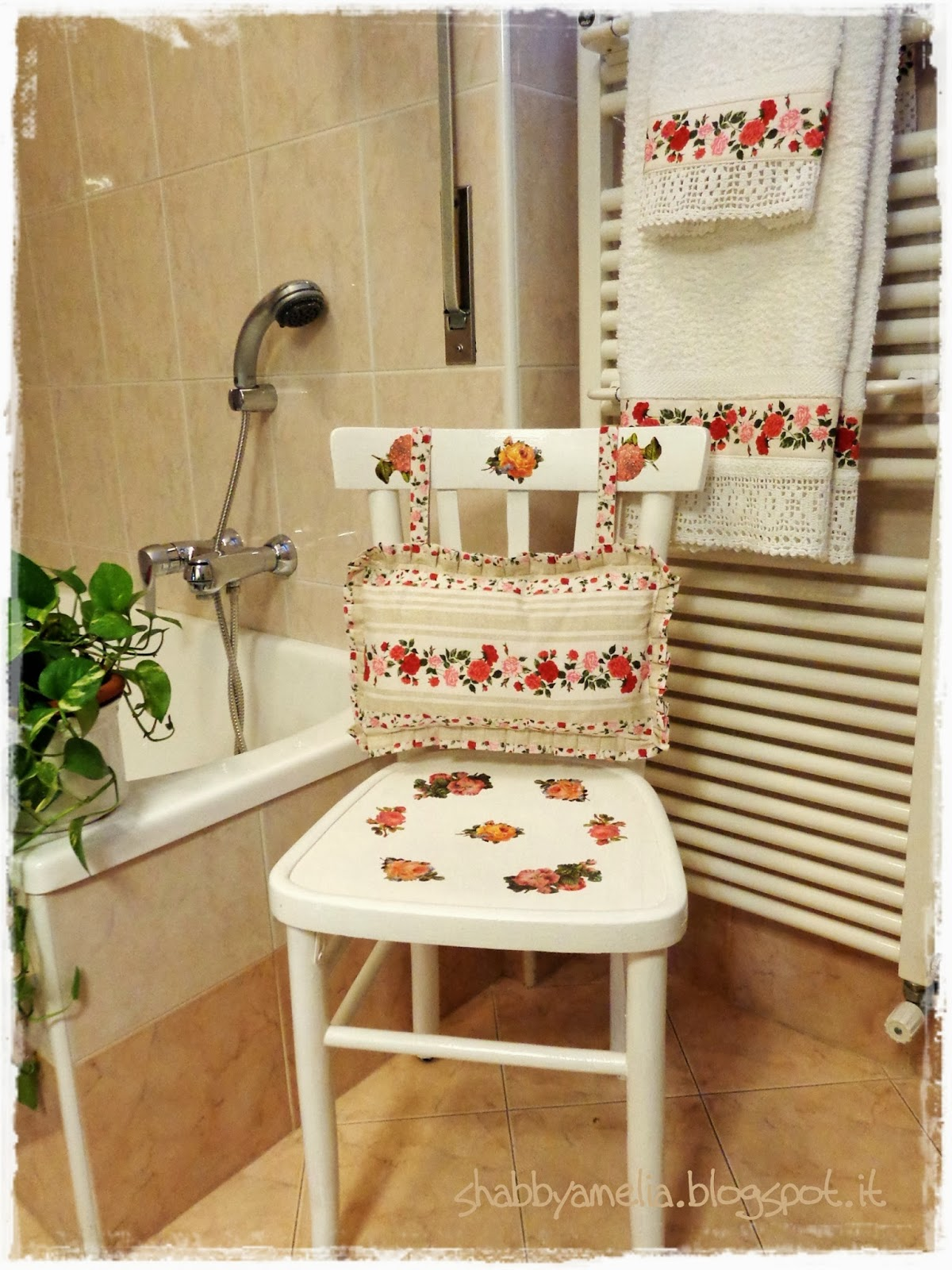 Shabby amelia sedia romantica con asciugamani coordinati e bilancia re fashion - Coordinati cucina country ...