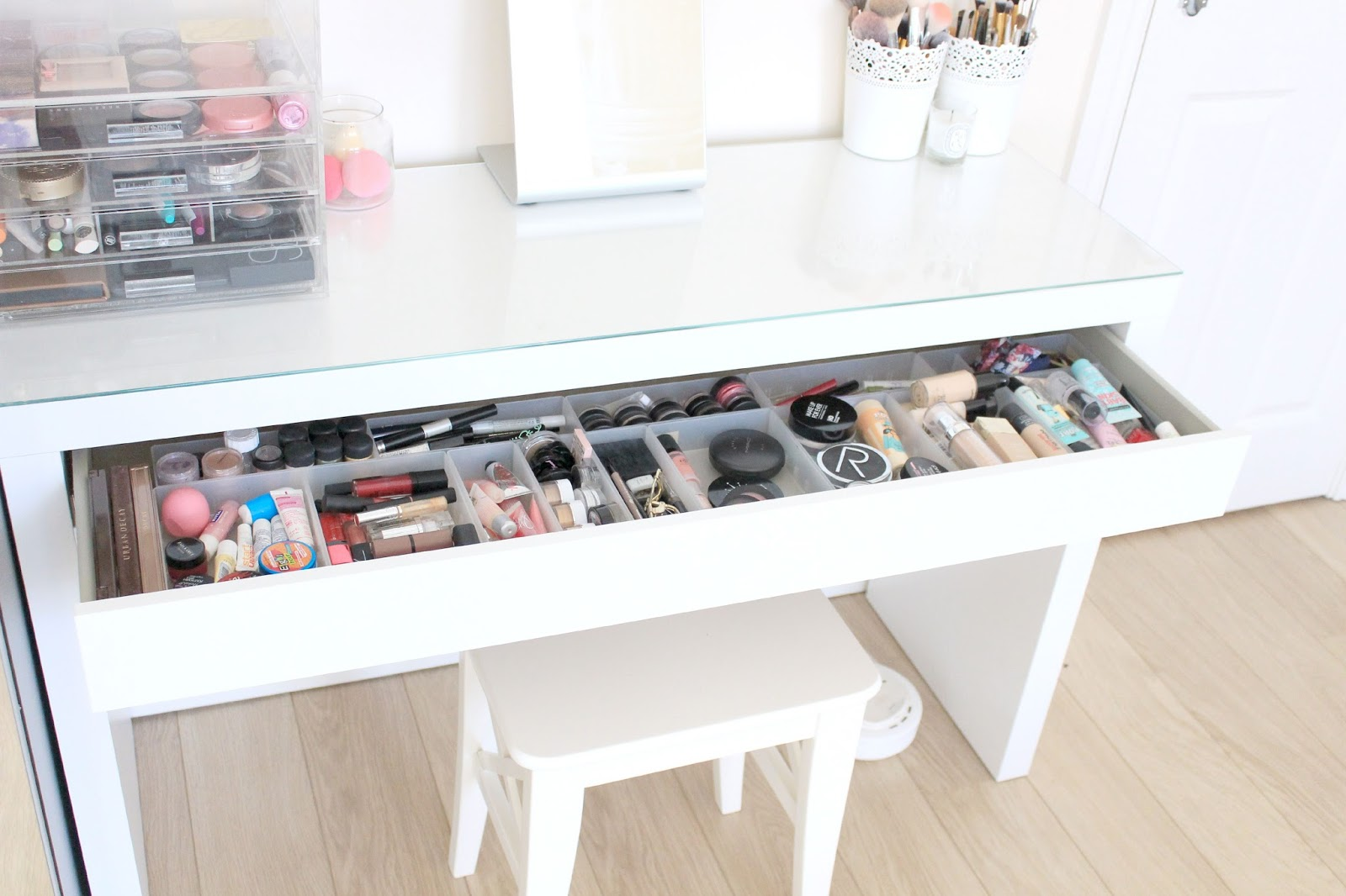 Lipgloss lashes my dressing table and makeup storage for Beauty table organiser