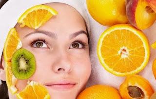 wajah merupakan bab badan yang menjadi aset terpenting bagi perempuan alasannya yaitu perempuan yang  cara merawat wajah secara alami