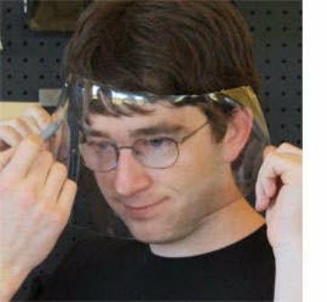Kacamata yang Terbuat dari Botol Plastik Bekas 4