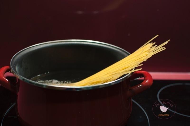 cociendo pasta en la olla Vitrinor-Magefesa