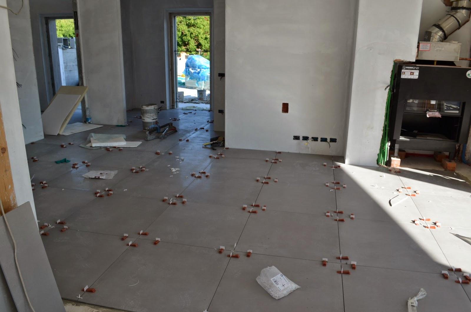 Casa delle ginestre pavimentazione interna for Piastrelle 80x80
