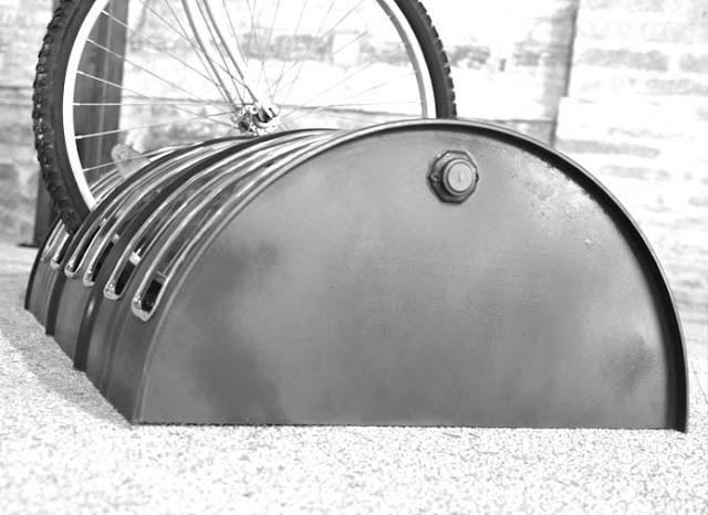 Barril de óleo vira rack para bicicletas