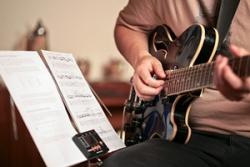 Gambar teknik dasar gitar