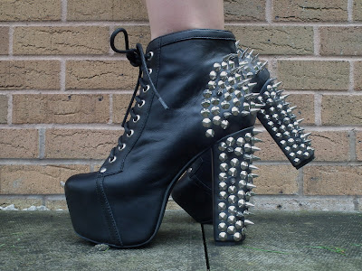 Sammi Jackson - Jeffrey Campbell spike lita in black leather / silver spikes