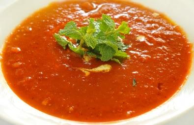 شوربة طماطم مع ريحان
