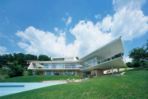 Wing like floating platform modern house designs home for Extreme home designs