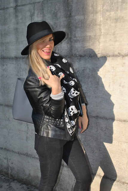 outfit giacca di pelle nera come abbinare la giacca di pelle nera abbinamenti giacca di pelle nera how to wear black leather jacket how to combine black leather jacket black leather jacket outfit giacca di pelle modello chiodo biker jacket how to wear biker jacket how to combine biker jacket biker jacket street style outfit dicembre 2015 december outfits outfit casual invernali outfit casual autunnali outfit sporty fall casual outfit mariafelicia magno fashion blogger colorblock by felym fashion blog italiani fashion blogger italiane blog di moda blogger italiane di moda fashion blogger bergamo fashion blogger milano fashion bloggers italy italian fashion blogger influencer italiane italian influencer italian fashion bloggers