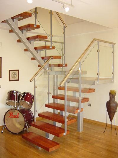 Cerrajeria ramajo escaleras de estructura met lica for Como hacer una escalera de madera con descanso