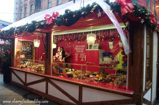 Sweet stand at Weihnachtsmarkt in Saarbrucken, Weihnachtsmarkt