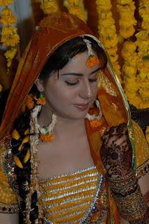 Bridal Mehndi Dresses in Pakistan