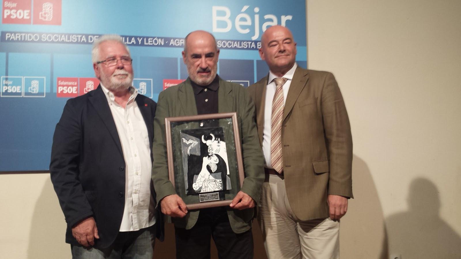 Francisco Naranjo, Alejandro Ruiz-Huerta y Javier Garrido durante la entrega del galardon