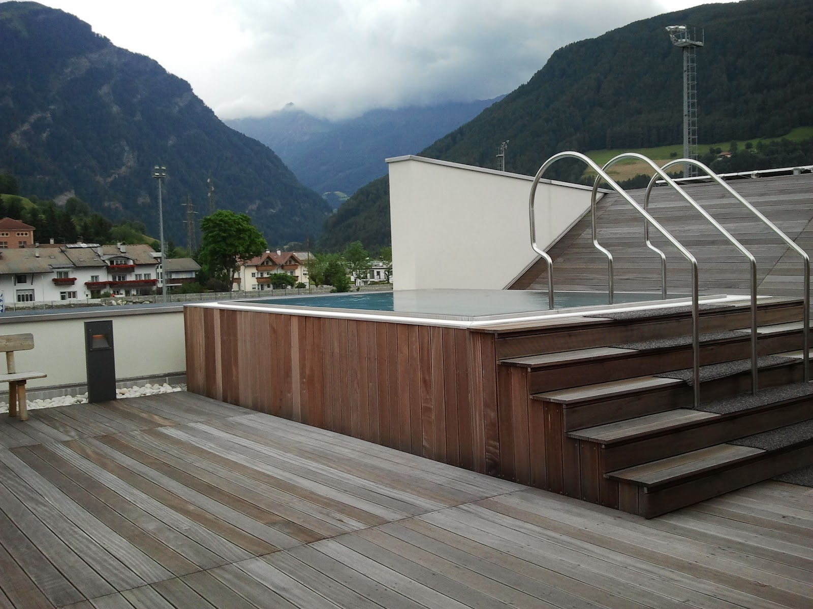 Wellness e dintorni informazioni opinioni esperienze for Asciugacapelli a parete per piscine