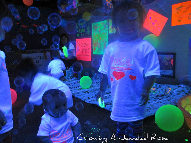blacklight play glowing bubbles