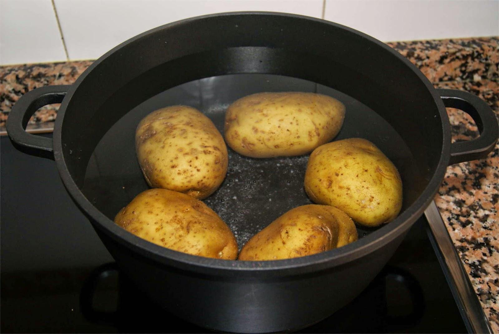 Patatas con salsa de queso paso 1
