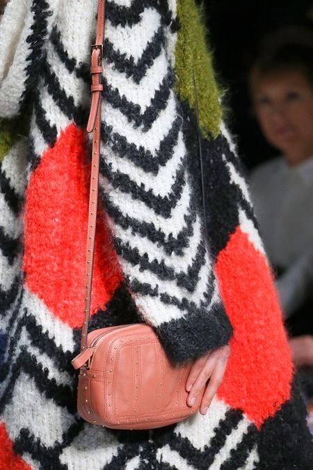 sweter w kolorach