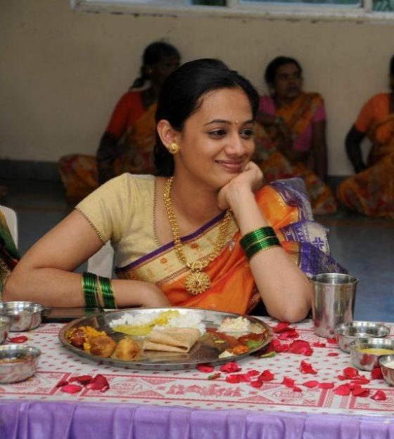 Spruha Joshi Wedding Engagement Photos Karamnookcom Marathi