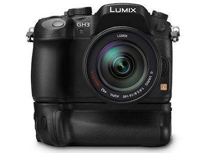 Fotografia della Panasonic Lumix DMC GH3 con impugnatura verticale