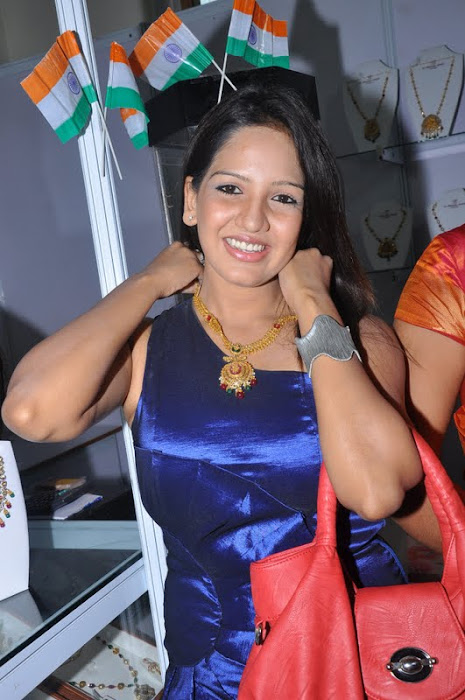 fashion destination expo  2011 launched by pavani reddy unseen pics