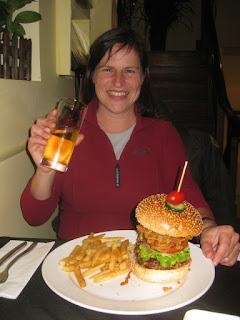 Shanghai - Barbara mit Burger