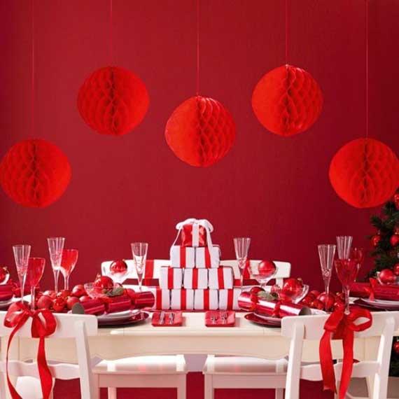новогодний декор красного цвета