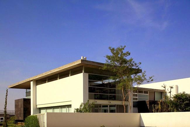 Casas minimalistas y modernas vivienda moderna en zapopan for Casa moderna zapopan