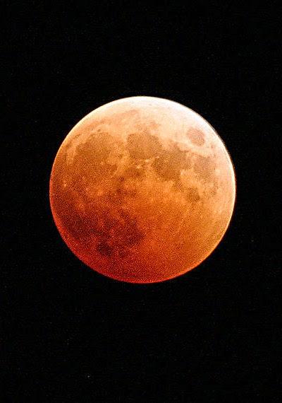 usia bulan, bulan merah