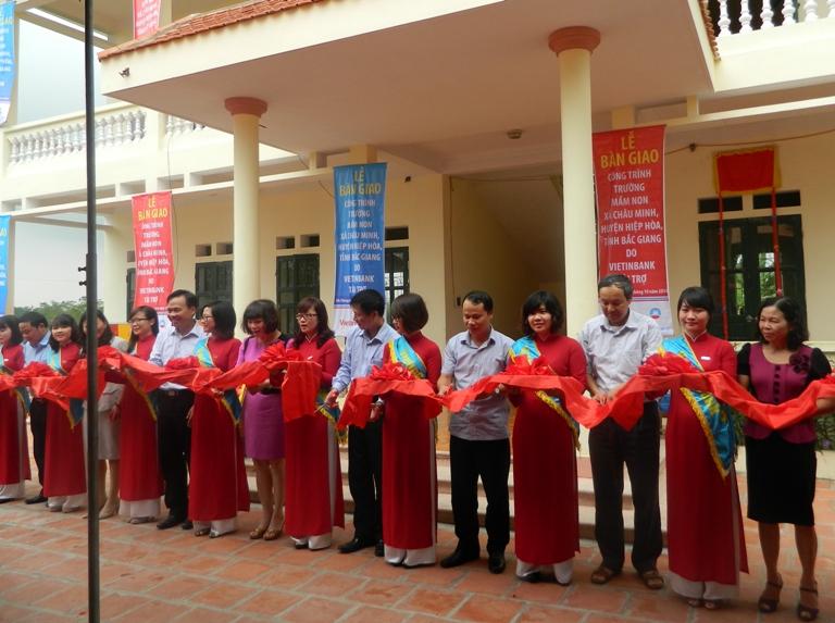 ViettinBank: Bàn giao công trình Trường Mầm non xã Châu Minh
