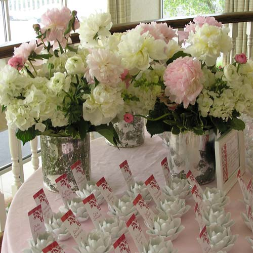 of flowers and presentation of the wedding floral arrangement being