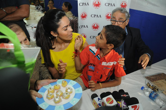 mallika sherawat visits cancer patients aid ociation. hot images