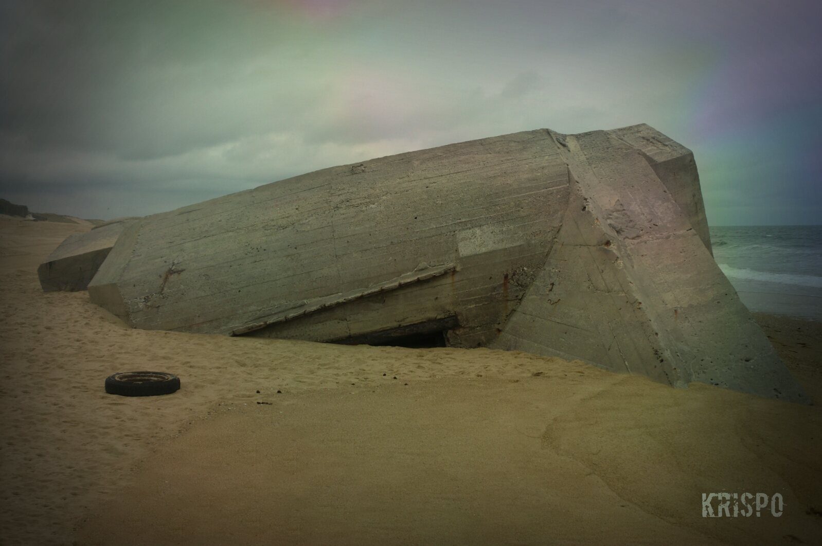 detalle de bunker enterrado en playa de las landas