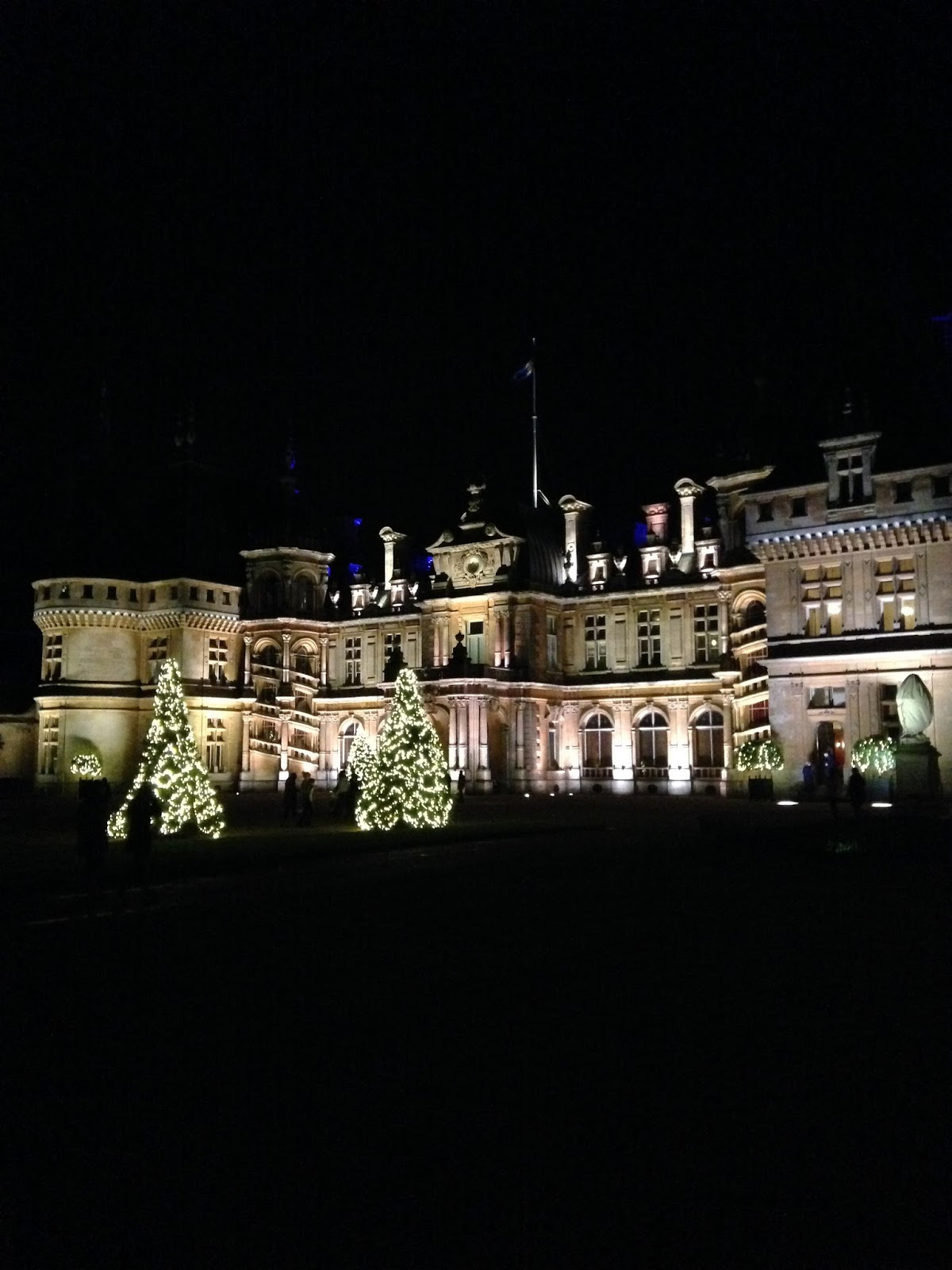 katie sarah a christmas visit to waddesdon manor. Black Bedroom Furniture Sets. Home Design Ideas