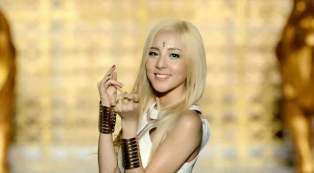 Anggota-anggota Girlband Korea Dengan Gaya Rambut Blonde