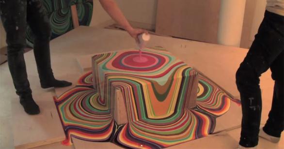 Hipnótico time-lapse muestra psicodélico resultado de pintura vertida sobre bloques