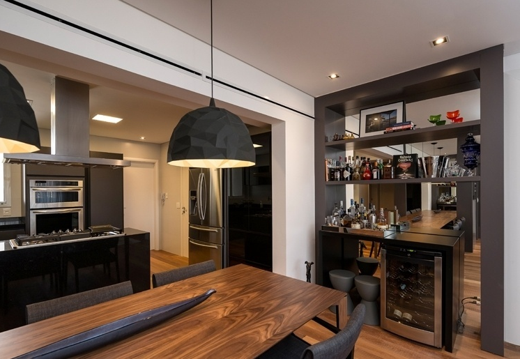decorar cozinha jogos:Cozinhas com adega e bar integrados – veja modelos lindos + dicas